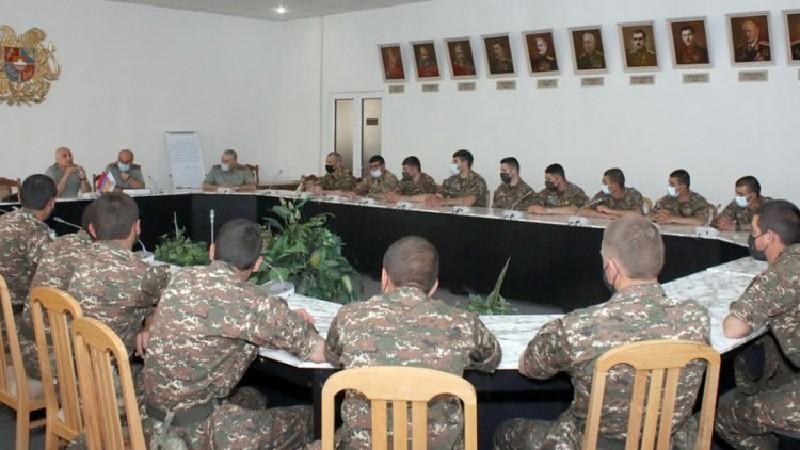 ՀՀ ԶՈՒ ԳՇ հետախուզության գլխավոր վարչության պետը հանդիպել է ռազմական համալսարանի կուրսանտների հետ