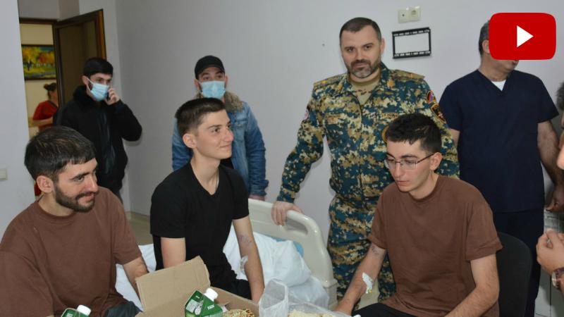 Արցախի ԱԻ պետական ծառայության տնօրենը տեսակցել է բուժում ստացող 6 զինծառայողներին, որոնք 70 օր գտնվում էին հակառակորդի տարածքում (լուսանկարներ, տեսանյութ)