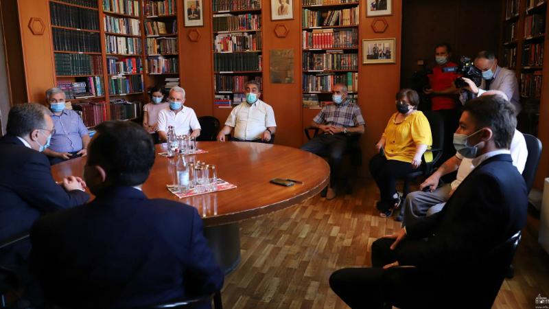 ՀՀ արտգործնախարարը հանդիպել է Արցախի քաղաքացիական հասարակության ներկայացուցիչների հետ
