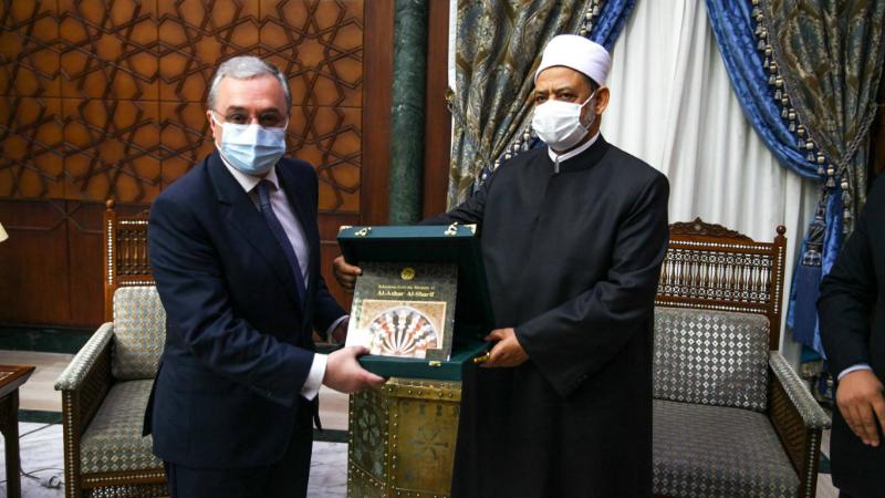 ԱԳ նախարար Զոհրաբ Մնացականյանը հանդիպել է ալ-Ազհար մզկիթի գերագույն իմամ Ահմադ Մուհամմադ ալ-Տայիբի հետ