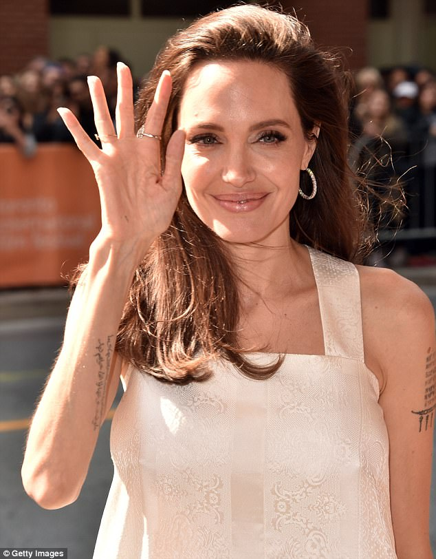 44215ACE00000578-0-Jolie_was_all_smiles_at_the_premiere_of_the_animated_film_whichj-m-60_1505081273498.jpg