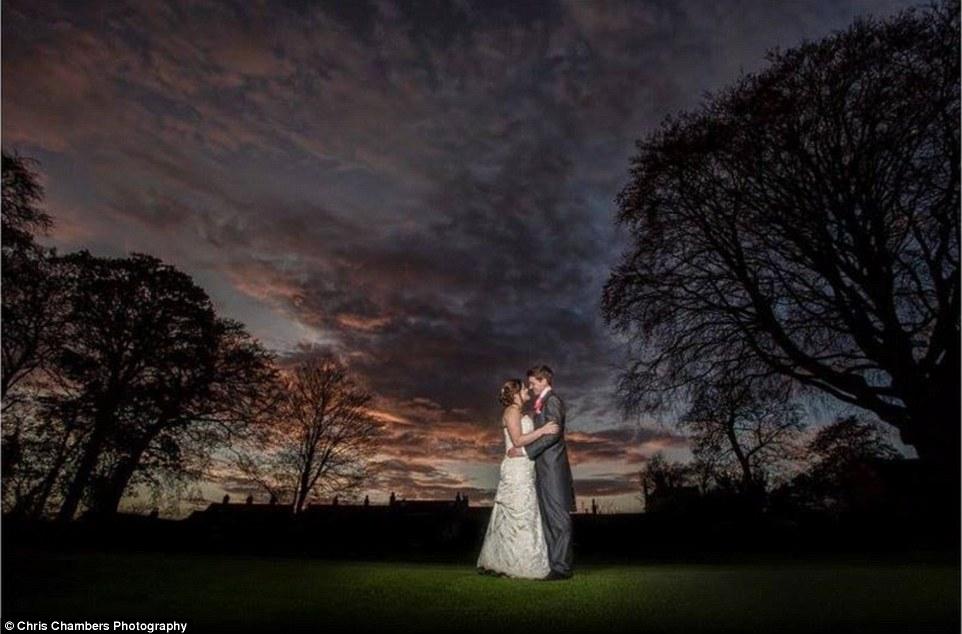 82a88d15a0c5c05a46ea2D51B54A00000578-3266802-What_the_couple_put_in_their_wedding_album_This_wedding_snap_sho-a-13_1444645618014.jpg