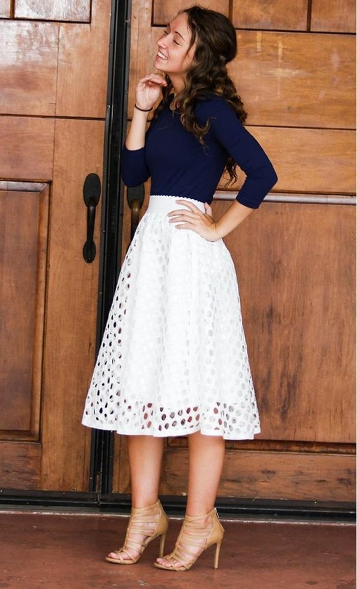 jupe-longue-taille-haute-en-blanc-ajour-e.jpg