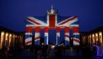 Достопримечательности по всему миру подсветили в цвета флага Великобритании (фото)