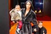 Ким Кардашьян с детьми в Нью-Йорке