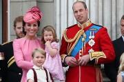Кейт Миддлтон и члены монаршей семьи посетили парад в честь ...