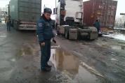 Փրկարարներն ուղղել են Իրանի քաղաքացու վարած և ճանապարհը փակած բեռնատարի կցորդիչը (տեսանյու...