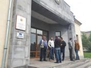 Քաղաքացիներն արգելել են դատավոր Գնել Զաքարյանի մուտքը Լոռու մարզի ընդհանուր իրավասության դ...