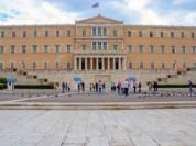 Վանդալները կարմիր ներկ են շպրտել Հունաստանի խորհրդարանի վրա