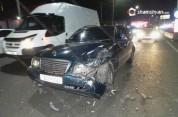 Երևանում բախվել են Mercedes մակնիշի 2 մեքենաներն ու Opel-ը. մեքենաներից մեկն էլ բախվել է բ...