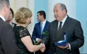 Նախագահն Արման Կիրակոսյանի հետմահու Պատվո շքանշանը հանձնեց նրա հարազատներին