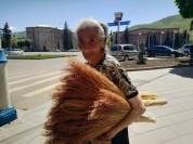Ավել վաճառող վանաձորցի տատիկը. factor.am (տեսանյութ)