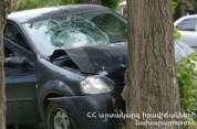 Երևան-Սևան ավտոճանապարհին մեքենան դուրս է եկել ճանապարհի երթևեկելի հատվածից և հարվածել ծառ...
