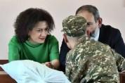 «Մեր որդին ծառայում է, ինչպես ցանկացած զինվոր». Աննա Հակոբյանը որդու` Երևան գալու մասին