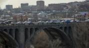 Արտակարգ դեպք Երևանում, 2 տղամարդ «Հաղթանակ» կամրջի վտանգավոր եզրագիծն անցել են և սպառնում...