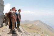 ՀՀ պաշտպանության նախարարը հարավարևմտյան սահմանագոտում քննարկել է առաջնագծի վերազինման շարո...