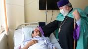 Կաթողիկոսն այցելել է վիրավոր զինվորներին