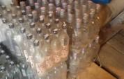 Տղամարդը սեփական տանը տարբեր ապրանքանիշի հարյուրավոր օղիներ է կեղծել, վաճառել (տեսանյութ)