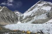 Գլոբալ տաքացման ֆոնին Էվերեստի սառույցները հալչում են՝ ի հայտ բերելով լեռնագնացների սառած ...