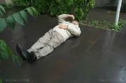 Գասպարին պառկել է դատարանի մուտքի մոտ