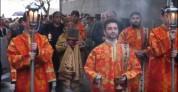 Երևանում Սուրբ Հարության տոնի ճրագալույցի պատարագից հետո մեկնարկել է կանթեղներով երթը