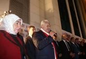 «Թուրքիայի վարչապետն իր «գեղեցկուհի» կնոջ հետ տոնում են Էրդողանի հաղթանակը»
