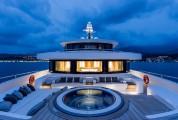 В США презентуют 69-метровую яхту с вертолетной площадкой и бассейном