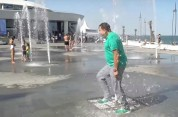 Սաակաշվիլին Զելենսկիի օրինակով վազել է շատրվանի միջով Օդեսայում (տեսանյութ)