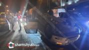 Խոշոր ավտովթար Երևանում. Volkswagen-ը բախվել է կայանված Mercedes-ին և գլխիվայր շրջվելով՝ հ...