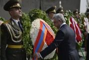 ՀՀ անկախության 26-րդ տարեդարձի առթիվ Նախագահն այցելել է «Եռաբլուր» պանթեոն (լուսանկարներ)