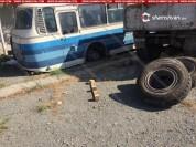«Հոկտեմբերյանի գինու գործարան»-ում ավտոբուսը քարերի վրայից սահել եւ ընկել է վարորդի վրա. Ն...