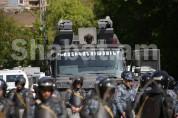 Ոստիկանությունը հավաքների վայրերում բարձրախոսով կոչ է անում քաղաքացիներին հարգել հավաքների...