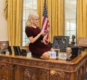 Թրամփի խորհրդական Քելիան Քոնվեյի նստելու ձևը դարձել է մեմերի առարկա (լուսանկարներ)