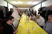 Հռոմի պապը հաց է կիսել բանտարկյալների հետ Միլանում
