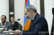 Կառավարության անդամներին նվիրեցին հայերեն-ֆրանսերեն զրուցարան