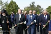 ՀՀ և ԱՀ քաղաքական էլիտան հարգանքի տուրք է մատուցել «Եռաբլուր» զինվորական պանթեոնում
