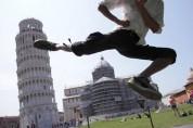 Զվարճալի լուսանկարներ Պիզայի աշտարակի ֆոնին. ֆոտոշարք