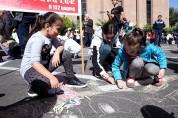 Շուրջ 3000 երեխաներ կավճանկարներով իրենց սերն են նվիրել Սիրո քաղաք Երևանին (տեսանյութ)