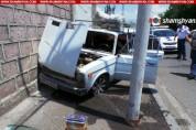 Թբիլիսյան խճուղում «Վազ-2106» մակնիշի մեքենան բախվել է կայանած «Mercedes-Benz C»-ին, ապա՝ ...