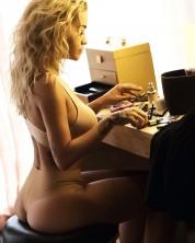 Ռիտա Օրայի գայթակղիչ ներքնազգեստով լուսանկարները