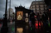 Փարիզի և Միլանի փողոցներում գովազդային վահանակներին փոխարինում են հայտնի նկարիչների վերարտ...