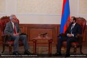Հայաստանում ԳԴՀ արտակարգ եւ լիազոր դեսպանը հրաժեշտի հանդիպում է ունեցել խորհրդարանում