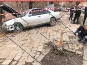Գյումրիում 23-ամյա վարորդը Mercedes-ով դուրս է եկել երթևեկելի գոտուց, բախվել ծառին. կա վիր...