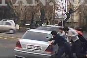 Ոստիկանությունը բերման է ենթարկել Ազատության-Զարյան փողոցի խաչմերուկում մեքենան վնասող երի...