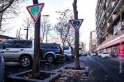 Երեւանի քաղաքապետարանը Ճանապարհային «կանաչ» նշաններ է տեղադրում ծառերի վրա