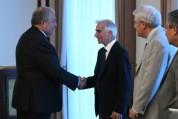 ՀՀ նախագահը հյուրընկալել է ամերիկահայ ակնաբույժ Ռոջեր Օհանեսյանի գլխավորած պատվիրակությանը...
