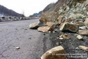 Փրկարարները վերացրել են Ստեփանավանում տեղի ունեցած քարաթափման հետևանքները