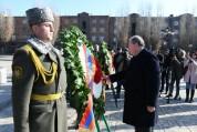 Արմեն Սարգսյանը Գյումրիում հարգանքի տուրք է մատուցել 1988թ. երկրաշարժի զոհերի հիշատակին