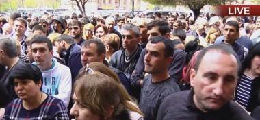 Акция протеста у здания Правительства. Торговцы вновь жалуются на налоговые органы (прямая трансляция)
