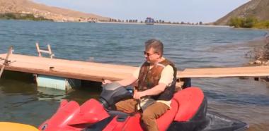 Կարեն Կարապետյանն ու Արցախի վարչապետը ջրային մոտոցիկլետ են վարում (տեսանյութ)